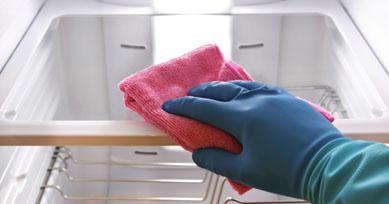 Чем помыть холодильник ?