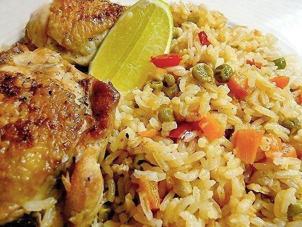Запеченная курица с рисом.