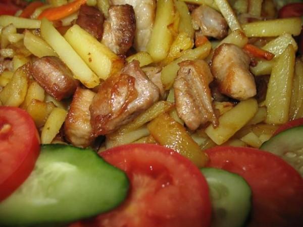 Запеченная свинина с картошкой.