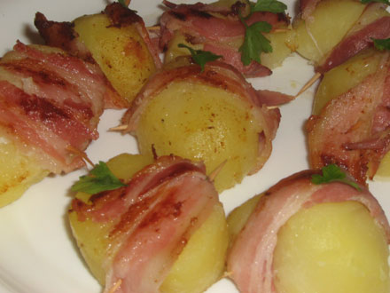 Запеченный картофель с беконом.
